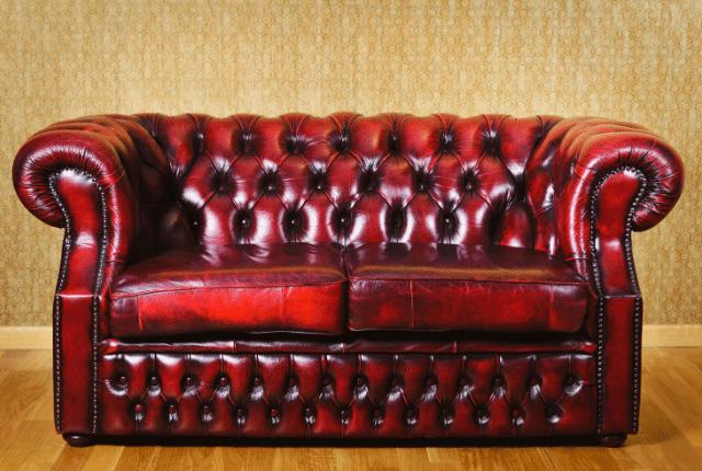 ספה הדורשת צבע לעור