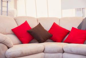ספה מעור עם כריות