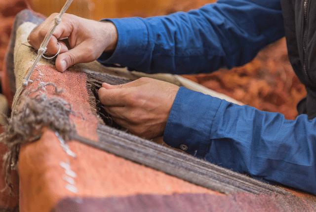 איש מבצע תיקון שטיחים
