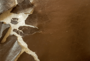 ספת עור הזקוקה לביצוע תיקון קרע ספת עור